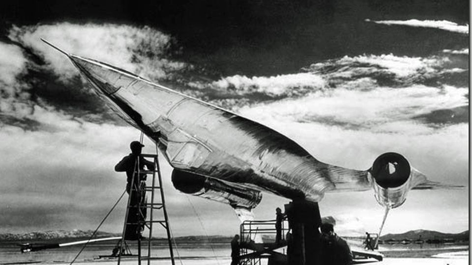 Radartest auf der Area 51 - die A-12 steht auf dem Kopf