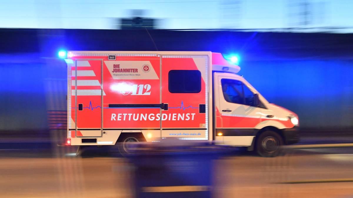 Nachrichten aus Deutschland: Passant entdeckt sterbenden Mann auf Gehweg - Hinweise auf Gewalttat