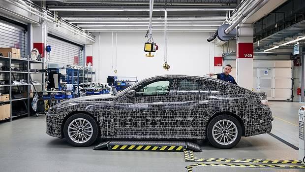 Auch der neue BMW i4 wird mit Fahrerassistenz Stufe 3 und 5G-Netz kommen