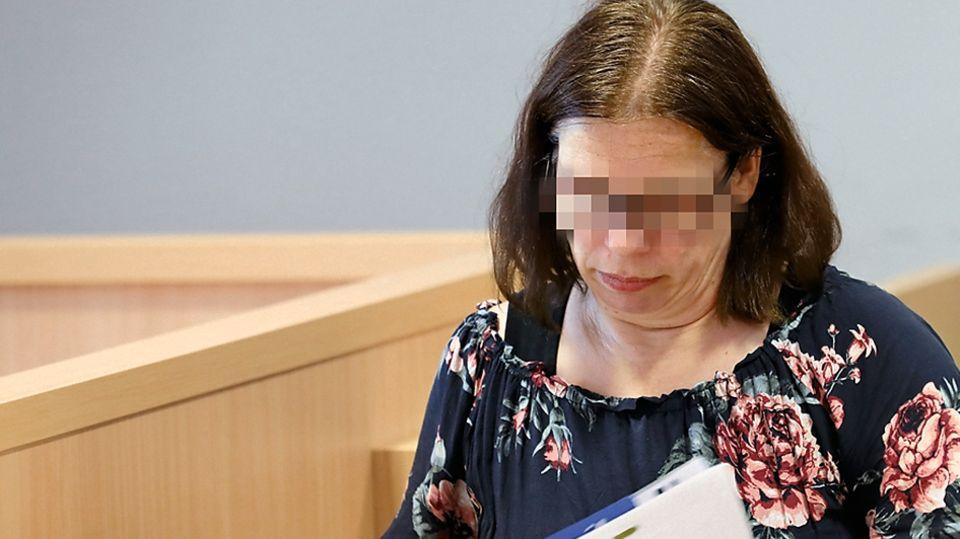 Weil sie ihrevier gesunden Kinder jahrelang in den Rullstuhl zwang, muss die Maike B. für acht Jahre ins Gefängnis