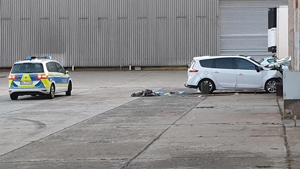 Nachrichten aus Deutschland: Verunfallter Wagen in Werder
