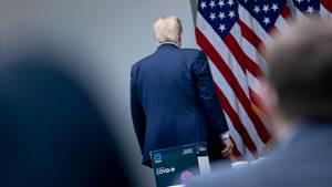 Donald Trump verlässt Pressekonferenz
