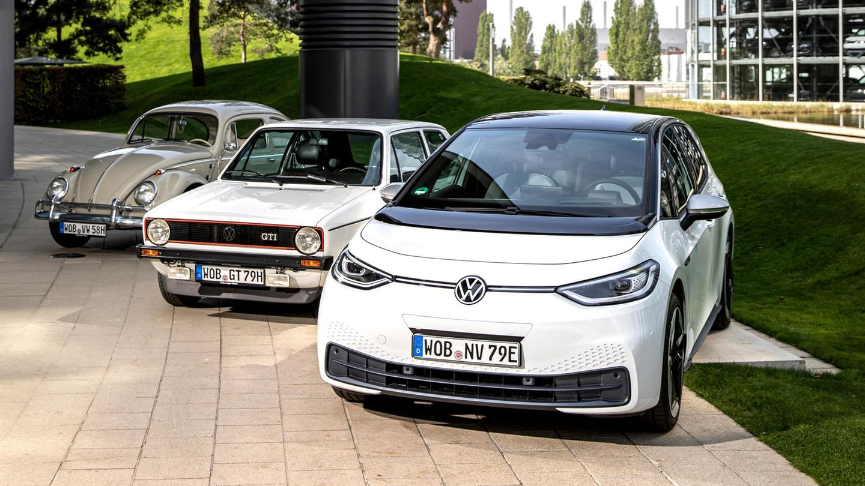 von links: VW Käfer, VW Golf und der VW ID.3