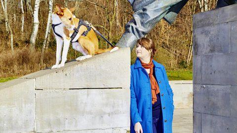 Anja Rützel mit ihrem Hund