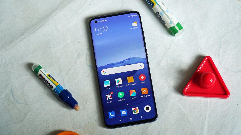 Das Xiaomi Mi 10 misst 6,7 Zoll