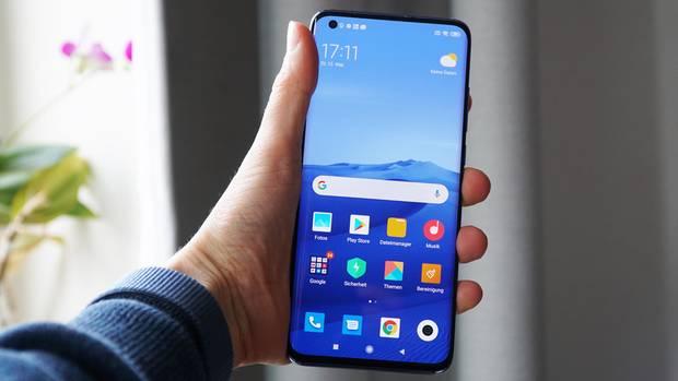 Das Xiaomi Mi 10 ist ziemlich groß