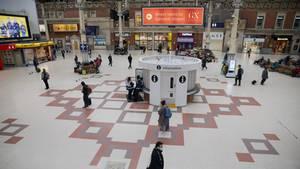 Die Halle des Bahnhofs Victoria in London