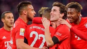 Jubelnde Bayern-Spieler - DFL legt Abbruch-Notfallplan vor