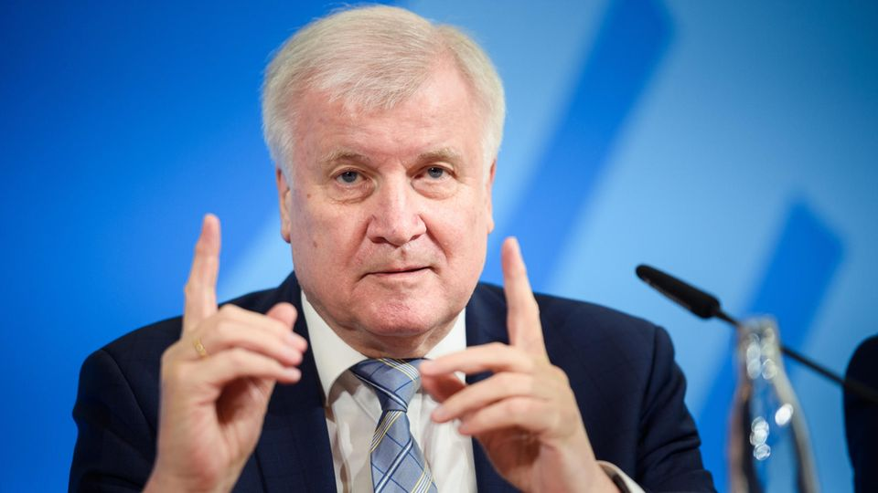 Bundesinnenminister Horst Seehoferlockert Grenzkontrollen