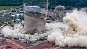 Spektakuläres Video: Kühltürme von AKW-Philippsburg gesprengt
