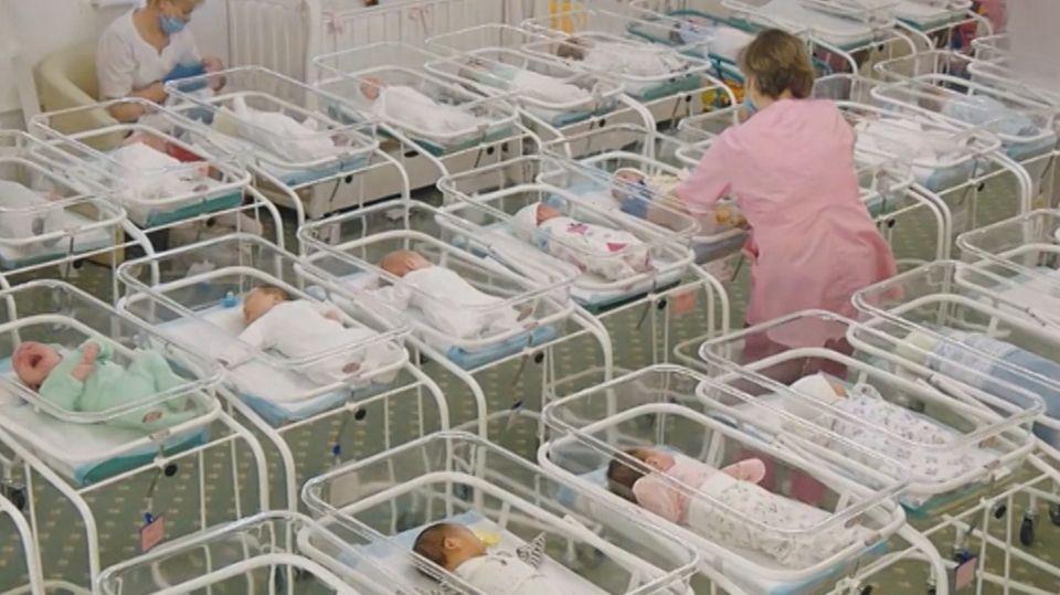 46 Babys warten im Hotel seit Wochen auf ihre Eltern.