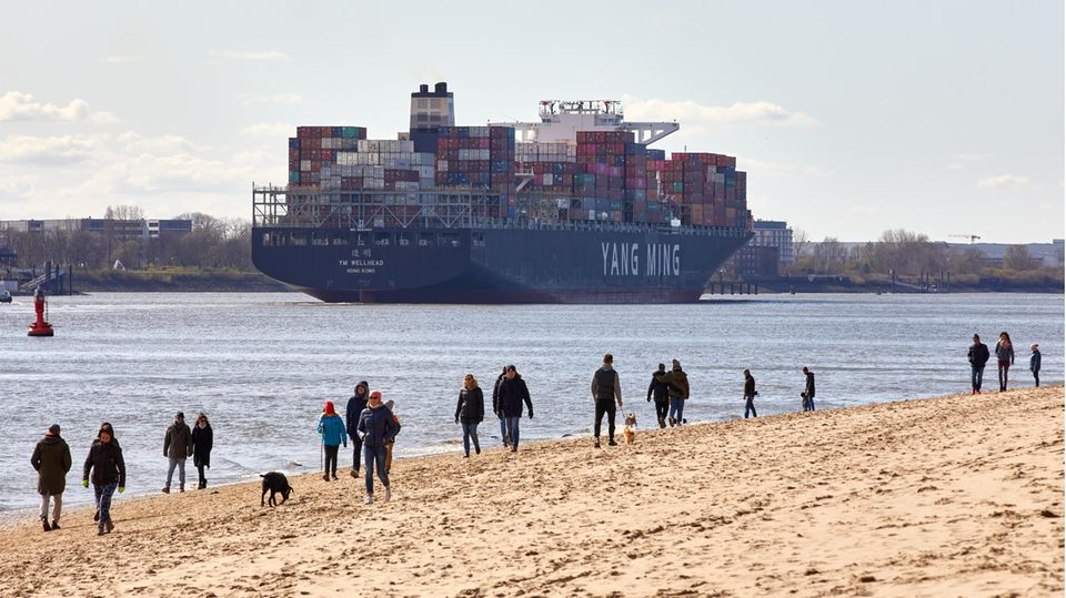 Keine Ablösung in Sicht: Gefangen auf See - das Schicksal der Seeleute in Corona-Zeiten