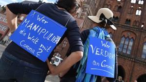 Proteste gegen die Maßnahmen zur Eindämmung der Corona-Pandemie, hier vor wenigen Tagenin Stralsund