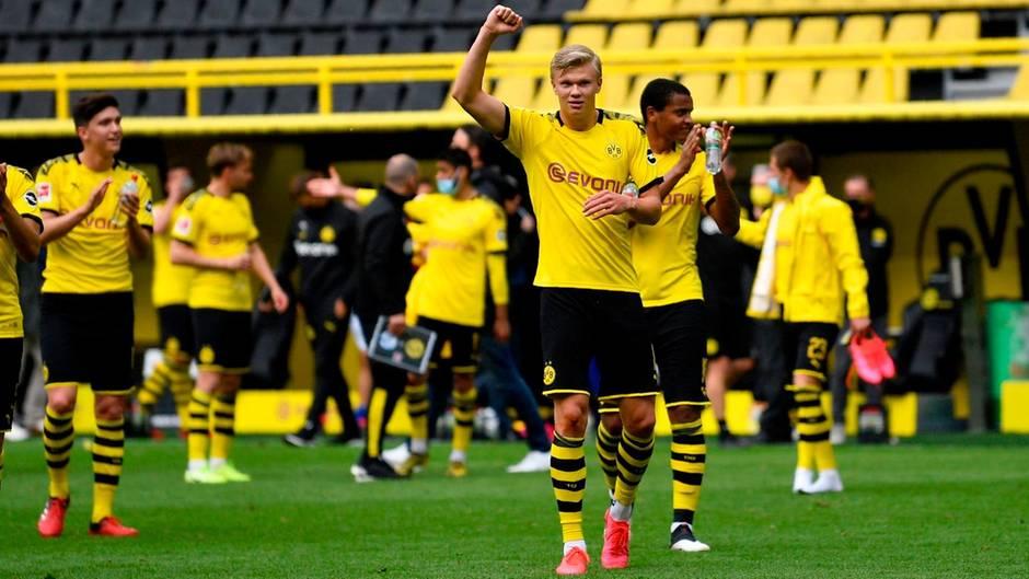 Dortmunds Superstürmer Erling Haaland freut sich über seinen Treffer