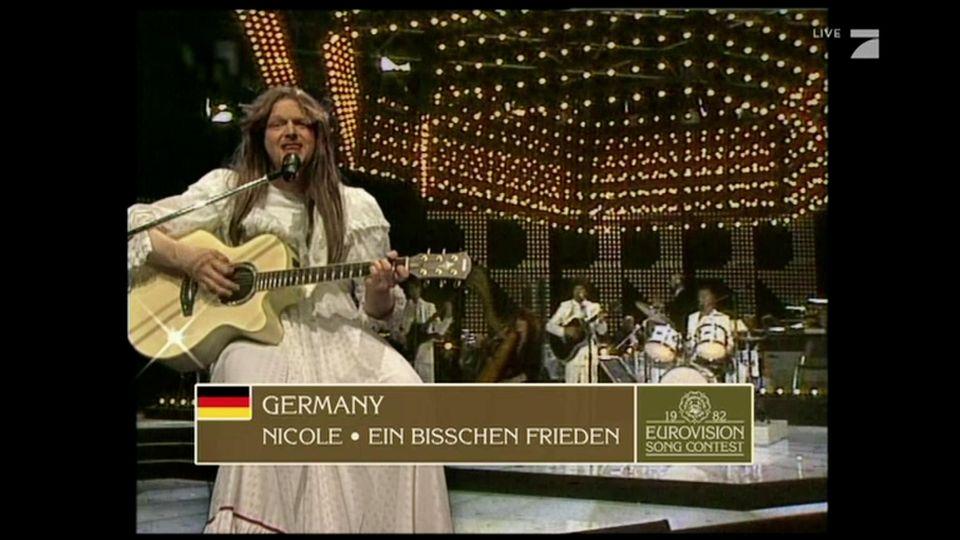 Free European Song Contest: Stefan Raab parodiert ESC-Gewinnerin Nicole