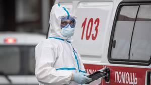 Russland: Eine Notärztin im Einsatz in Moskau:
