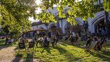 Auch in Berlin lockte das gute Wetter die Hauptstädternach draußen. Für Gastronomen war das vergangene Wochenende das erste, an dem sie wieder Gäste bedienen durften.