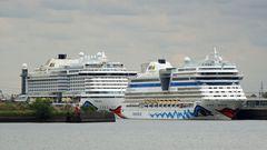 """Am Cruise Terminal in Steinwerder, der auch für besonders große Schiffe geeigent ist, liegen gleich zwei Aida-Schiffe: vor der """"Adia Perla"""" die """"Aida Blu""""."""