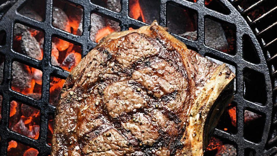 Ribeye-Steak auf Grill