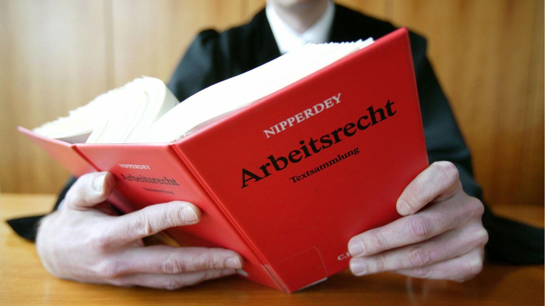 """Rechtsberatung: Studie von stern und """"Capital"""": 81 Prozent der Anwälte halten die Gerichte für überlastet"""