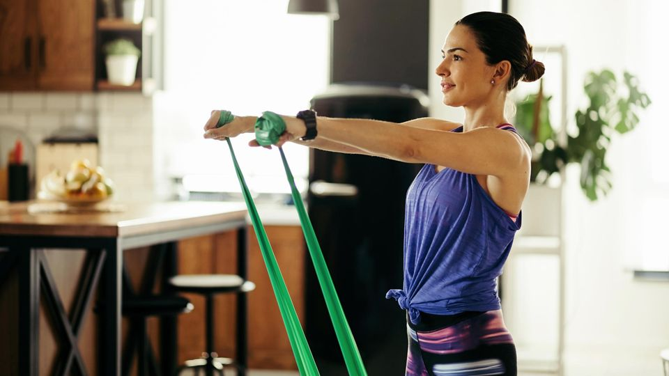 Widerstandsbänder üben einen konstanten Widerstand aus und eignen sich ideal zum Muskelaufbau