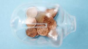 Viele Deutsche halten in der Coronakriseihr Geld zusammen