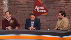 """""""Bares für Rares""""-Händler Julian Schmitz-Avila will den Dortmund-Pokal gar nicht mehr hergeben. Doch auch Daniel Meyer und David Suppes sind interessiert."""
