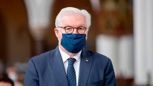 Bundespräsident Frank-Walter Steinmeier mit Mund-Nasen-Schutz