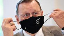 Bodo Ramelow (Die Linke), Ministerpräsident von Thüringen, mit Mund-Nase-Maske