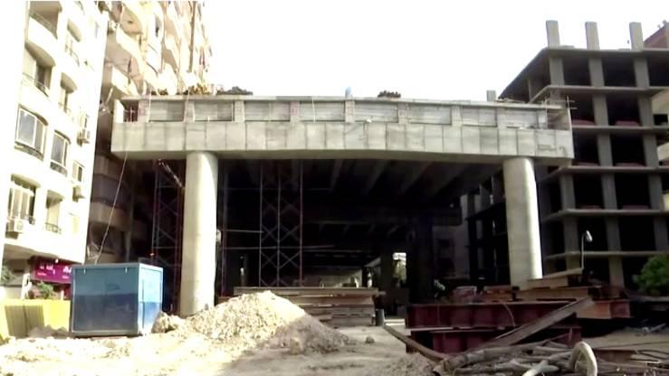 Baustelle in Kairo: Anwohner sind entsetzt: Hochstraße führt nur eine Armlänge an Balkonen vorbei