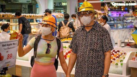 Menschen mit Face Shields