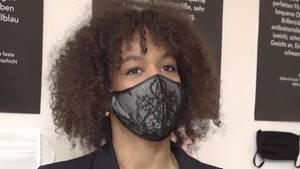 Masken als Mode: Paula Essam hat eine Boutique spezialisiert auf Mund-Nasen-Schutz in Köln.