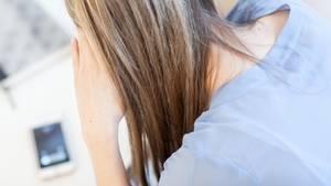 Von Gewalt betroffene Frauen trauen sich oft nicht, jemandem davon zu erzählen.