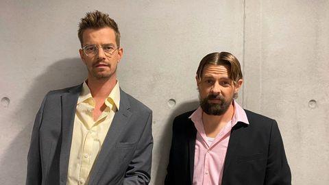 Neue Frisuren: Joko Winterscheidt und Klaas Heufer-Umlauf präsentierten ihre 15 Minuten Sendezeit im 90er-Jahre-Look.