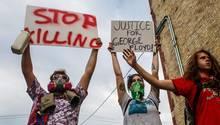 Demonstranten in Minneapolis protestieren gegen den Tod von George Floyd