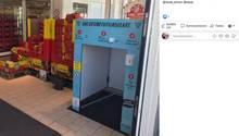 Die Waschanlage für den Einkaufswagen in einem Rewe-Markt