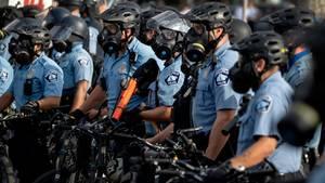 Polizisten bei einer Demonstration in Minneapolis
