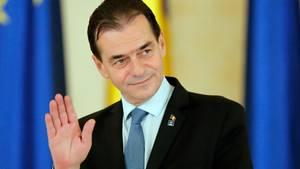 Eine kleine Geburtsparty ohne Masken: Rumäniens Ministerpräsident Ludovic Orban ließ es in seinem Regierungbüro krachen