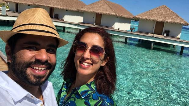 Türkisblaues Wasser und unendliche Langeweile: Peri und Chalid in ihrem Resort auf den Malediven