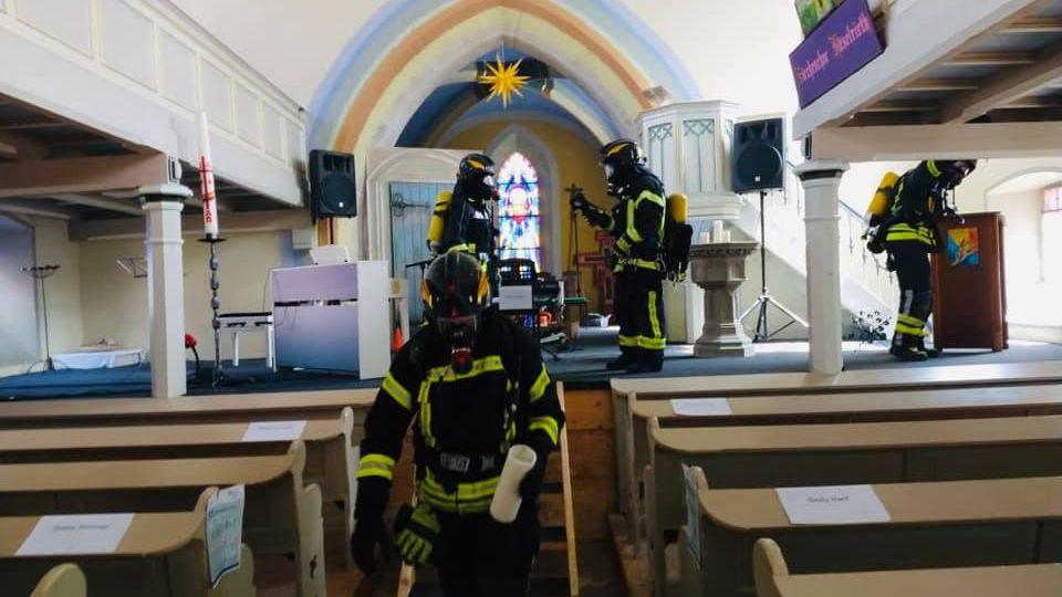 Insgesamt 47 sogenannte Glutnester, also Kleinstbrände, löschte die Feuerwehr in der Kirche