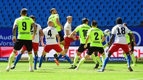 Fußball ohne Fans: Wenn keiner den Ball zurückwirft – so erlebte unser Reporter ein Zweitligaspiel im Geisterstadion