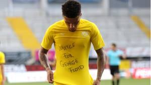 Bundesliga-Spieler gedenken George Floyd - DFB-Kontrollausschuss soll sich mit Aktionen befassen