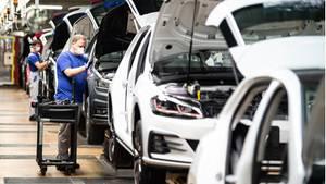 Arbeiter im Volkswagenwerk