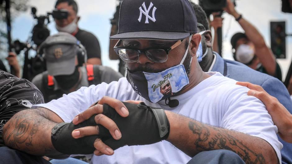 George Floyds Bruder mahnt zu friedlichem Protest