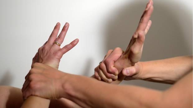 Häufig Gewalt gegen Frauen und Kinder unter Corona-Quarantän