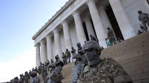 Nationalgarde auf den Stufen des Lincoln-Denkmals in der US-Hauptstadt Washington (am Dienstag)
