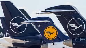 Das Tragen eines Mund-Nasen-Schutzes für alle Fluggäste wird an Bord der Luftghansa Flugzeuge verbindlich