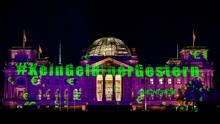 Greenpeace projiziert Botschaft auf Reichstag: Strahlender Protest