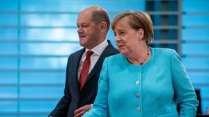 Bundeskanzlerin Angela Merkel undOlaf Scholz