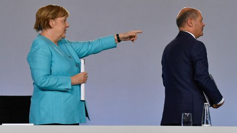 Bundeskanzlerin Angela Merkel (l., CDU) und Bundesfinanzminister Olaf Schulz (SPD)